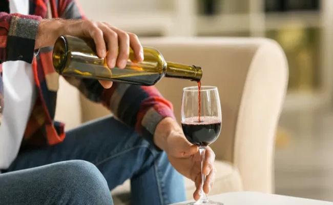 Moderate Intake Of Alcohol Cuts The Risk Of Heart Disease By 20 Percent - Sakshi
