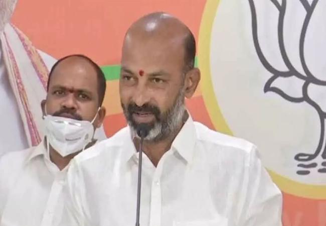 Hyderabad: Bandi Sanjay Will Focus On Kcr Past Sahara Case - Sakshi