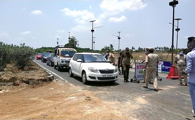 Police Are Strictly Enforcing Curfew In Andhra Telangana Border - Sakshi