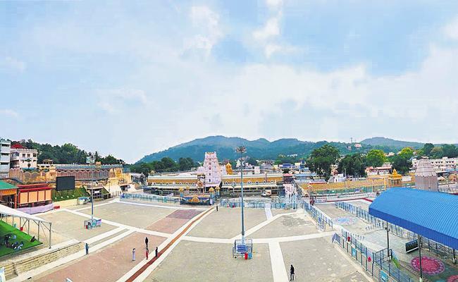 Exemption for Tirumala Srivari devotees from curfew - Sakshi