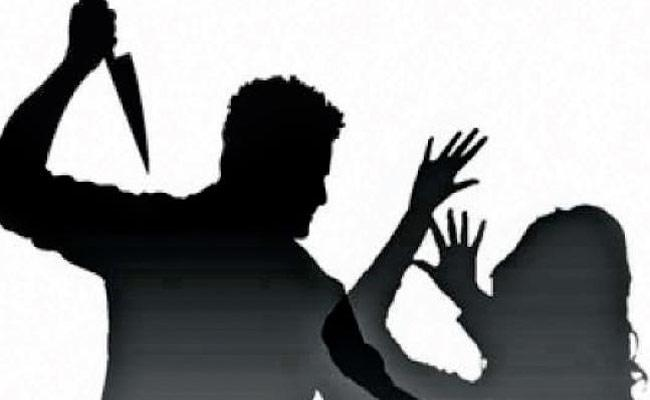 Husband Murdered Wife Over Illingal Affair In karnataka - Sakshi