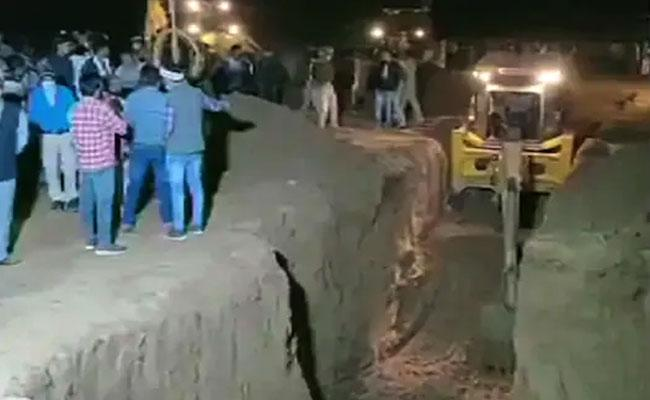 Rajasthan: 4-Year-Old Falls Borewell Rescue Operations - Sakshi