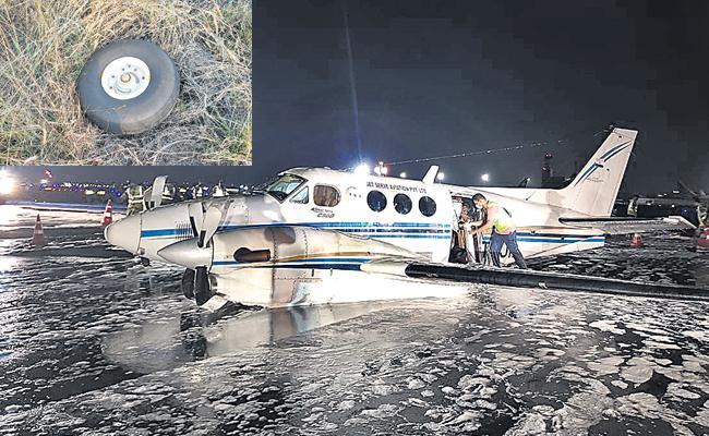 Air Ambulance Belly Landed At Mumbai Airport Even Losing Wheel - Sakshi