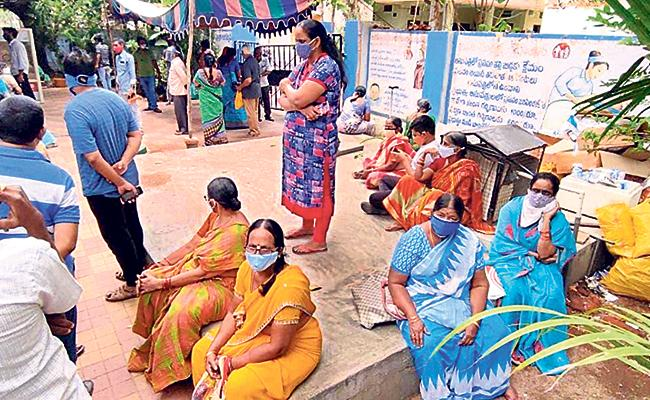 Hyderabad: Vaccination Slot Booked People Facing Problems - Sakshi