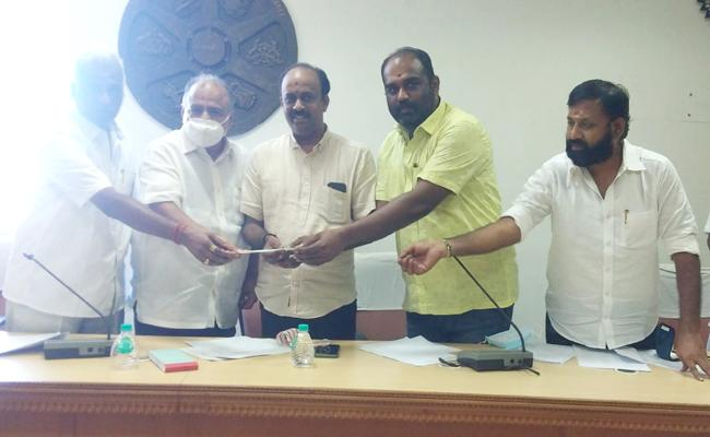 Tamil Film Producers Council Collecting Funds For Producers - Sakshi