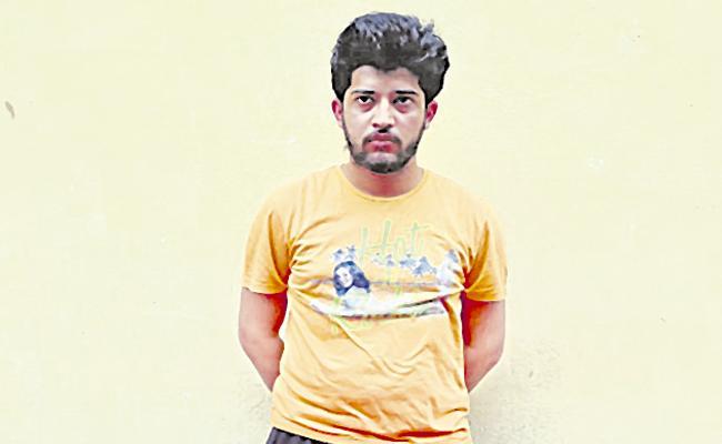 Hyderabad: Bank Employee Remdesivir Black Sales - Sakshi