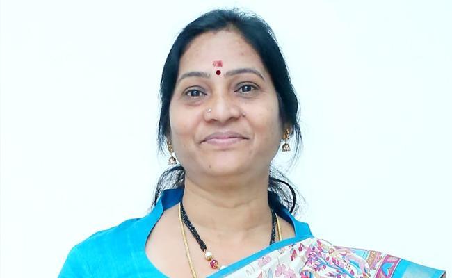 Indira Shoban demands KCR Should Resign For Cm Post - Sakshi