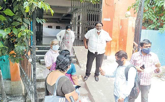 People Are Facing Problems In Covid Vaccine Registration - Sakshi