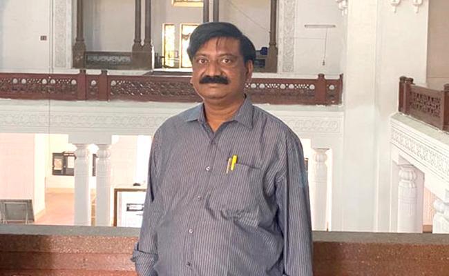 OU Journalism Professor Balaswamy Died Of Covid 19 At Hyderabad - Sakshi