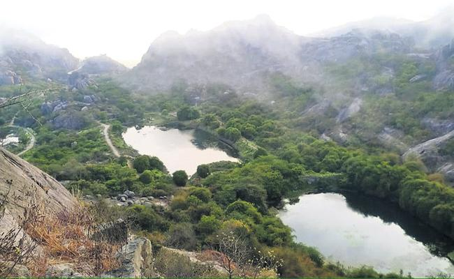 Kondaveeti fort attracts tourists - Sakshi