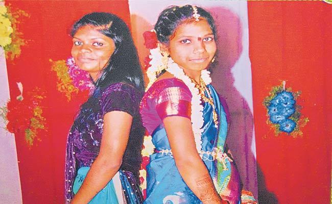 Kothagudem: Two Girls Drown In Godavari - Sakshi