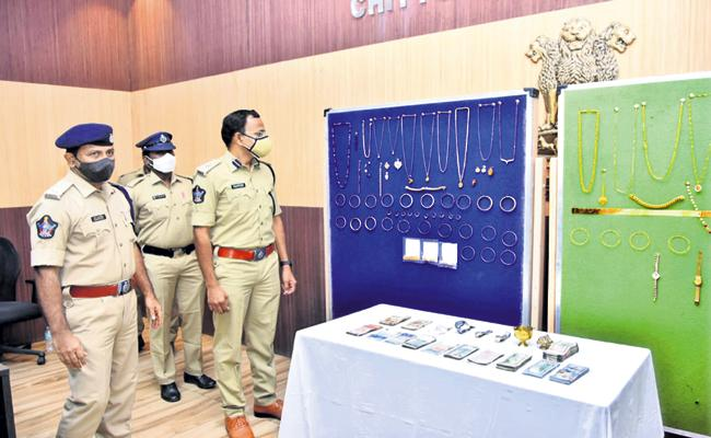 Police have cracked a massive theft case that took place ten days ago - Sakshi