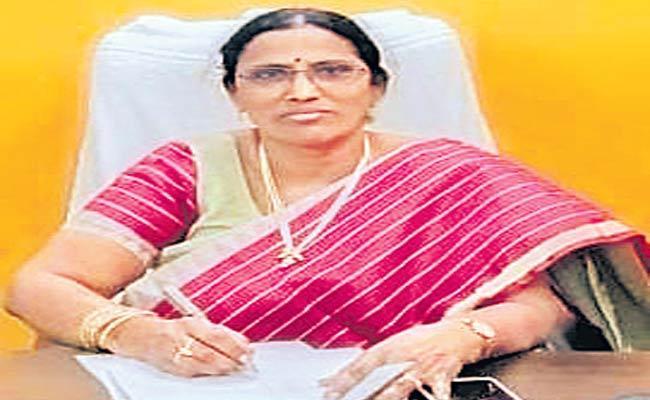 Munugode Tahsildar dies of Covid - Sakshi