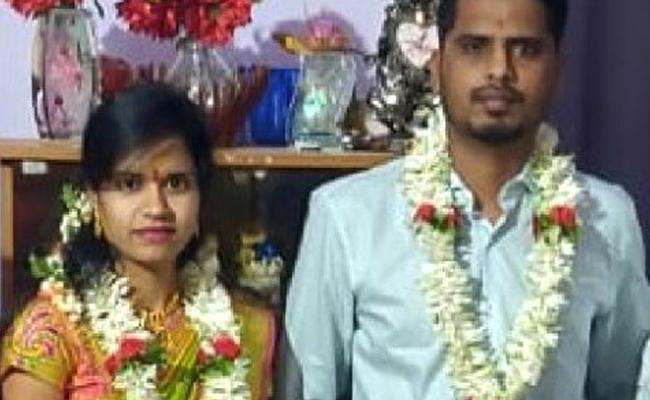 Woman Suspicious Death After 1 Month Of Marriage In Karnataka - Sakshi