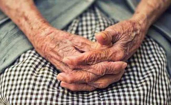 103 Years Old Man Beats COVID-19  From Maharashtra's Palghar - Sakshi