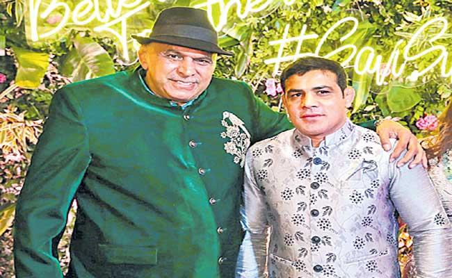 Police questioned wrestler Sushil Kumar father-in-law Satpal Singh - Sakshi