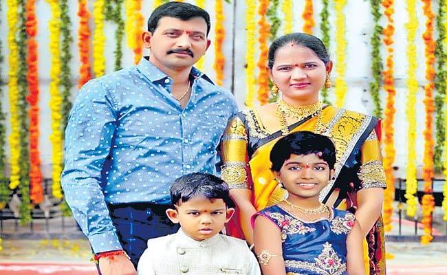 Sultan Bazar CI Laxman, His Wife Die In Road Accident - Sakshi