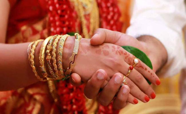 Marriage Troop Attack On MRO In Paralakhemundi - Sakshi