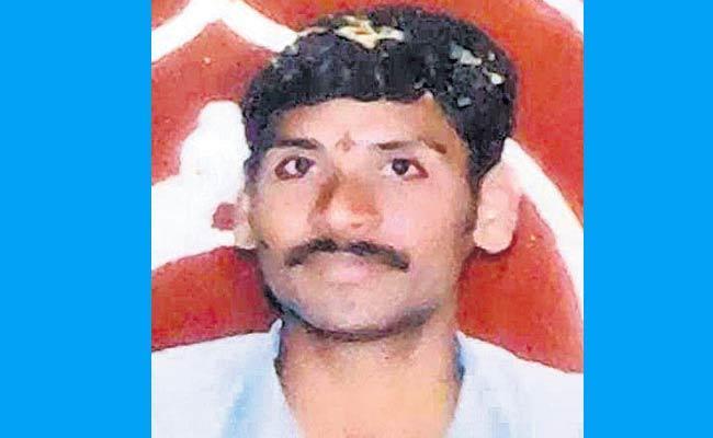 Railway Employee Assassinated In Malkajgiri At Hyderabad - Sakshi