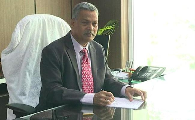 Senior IPS Officer Dwaraka Tirumala Rao Taken Charges As APSRTC MD - Sakshi