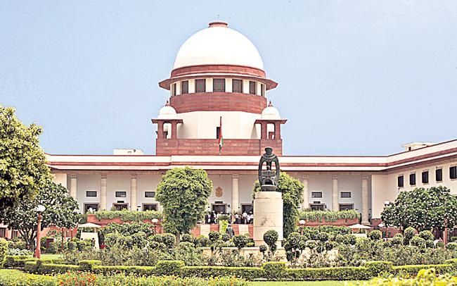Supreme Court asks Centre about COVID vaccine-procurement policy - Sakshi
