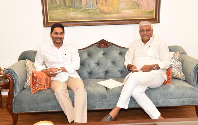 CM YS Jagan Mohan Reddy Meeting With Shekhawat Over Polavaram - Sakshi