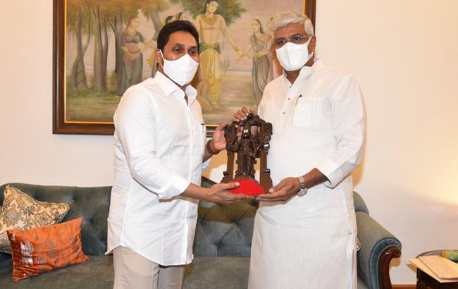 CM YS Jagan meets Union Minister Javadekar - Sakshi