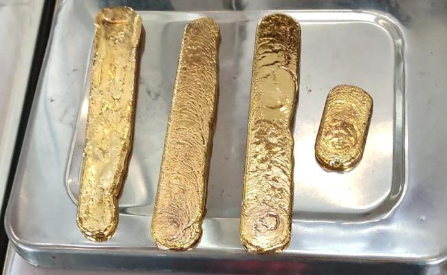Customs Officials Arrest Three Women In Cochi Airport Smuggling Gold - Sakshi