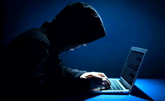 Hyderabad Person Cheated By Cyber Criminals - Sakshi