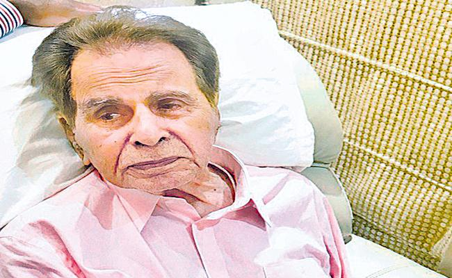 Dilip Kumar undergoes pleural aspiration procedure - Sakshi