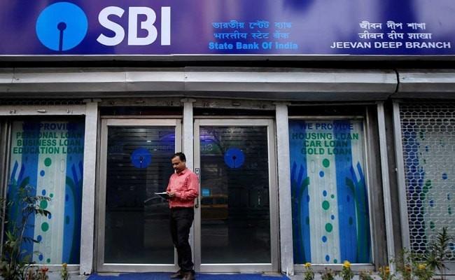 RBI allows Increase in ATM interchange fee to Rs 17 per transaction - Sakshi