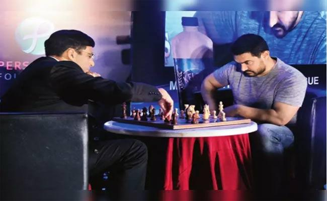 Aamir Khan To Play Exhibition Chess Match With Viswanathan Anand For Covid 19 Relief - Sakshi