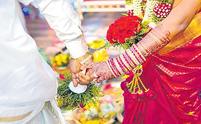 Brides Cancels Wedding After Groom Turns Up Drunk, Chewing Gutkha - Sakshi