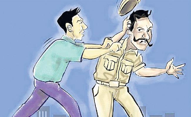 Man Attempt To Assassinate Suspect Stab On Police Constable In Chilkalguda - Sakshi