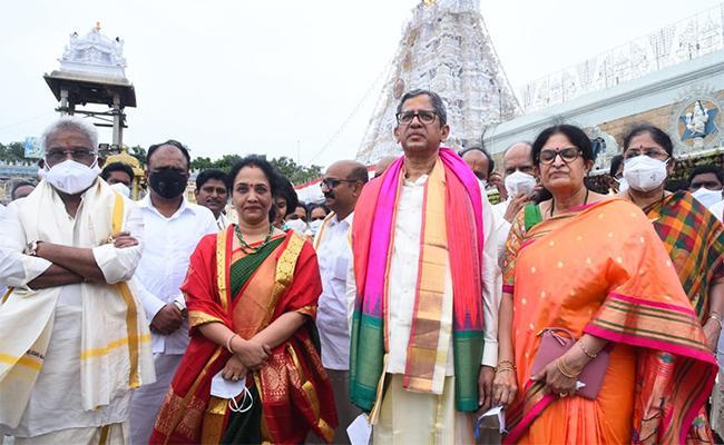 CJI NV Ramana Visits Tirumala Temple - Sakshi