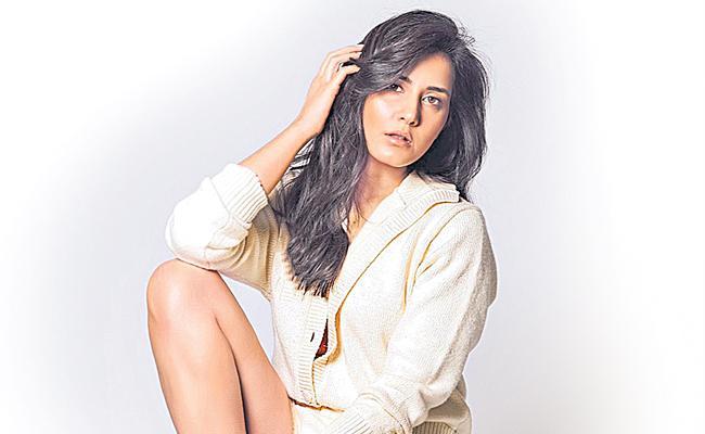 Raashii Khanna To Star Opposite Ajay Devgn In Web Series - Sakshi