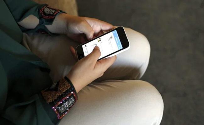UP Women Commission Member Says On Rape Cases Girls Not Get Mobiles - Sakshi