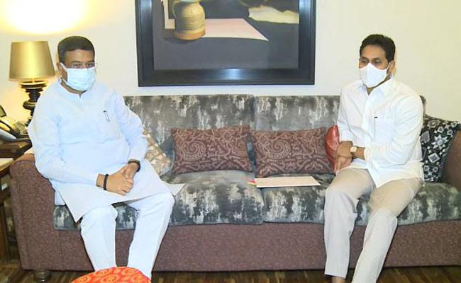 CM YS Jagan Meets Union Minister Dharmendra Pradhan - Sakshi