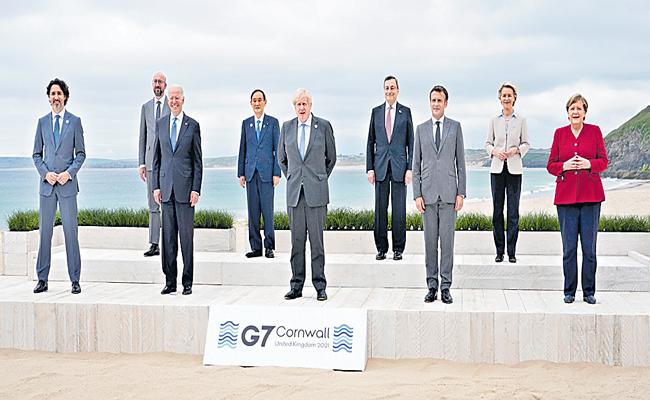 G7 to provide 1 billion vaccine doses to to world - Sakshi