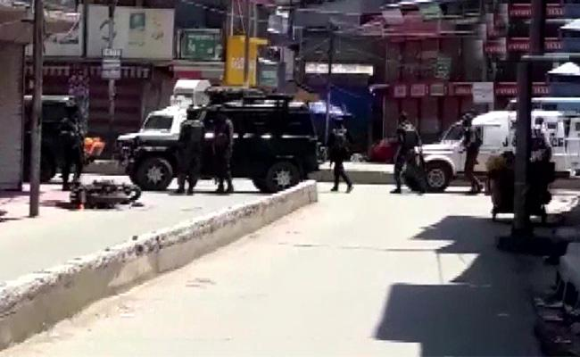 Two Cops And Civilian Deassed In Terror Attack In Jammu And Kashmir - Sakshi