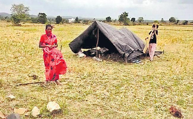 Trajedy Story Of Girl Effected With Corona Virus Evicted From Village - Sakshi