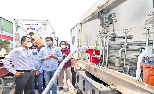 Three tankers of oxygen reached Krishnapatnam port - Sakshi