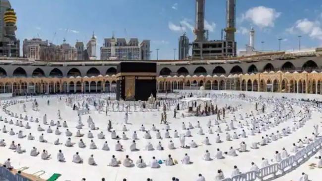 Saudi Arabia Cuts Pilgrim Limit to 60000 To Hajj - Sakshi