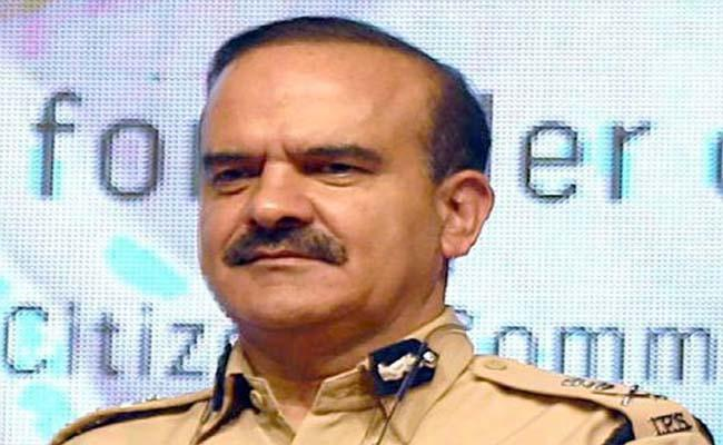 Those Who Live In Glass Houses: Supreme Court To Ex-Mumbai Top Cop - Sakshi