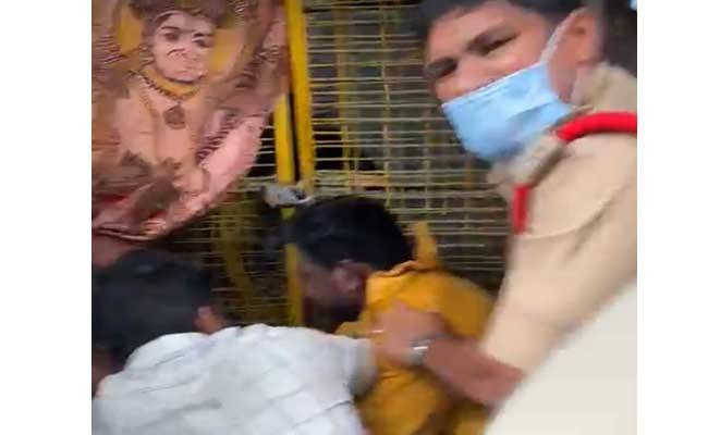 Psycho Hulchal In Guntur District - Sakshi
