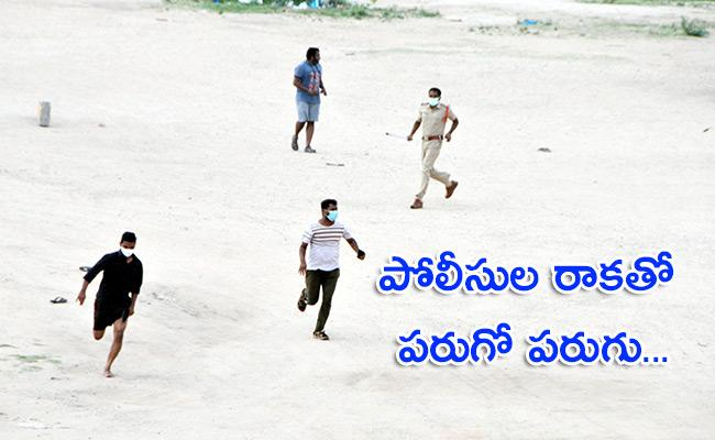 People Playing Cricket In Anantapur Over Lockdown Rules Violations - Sakshi