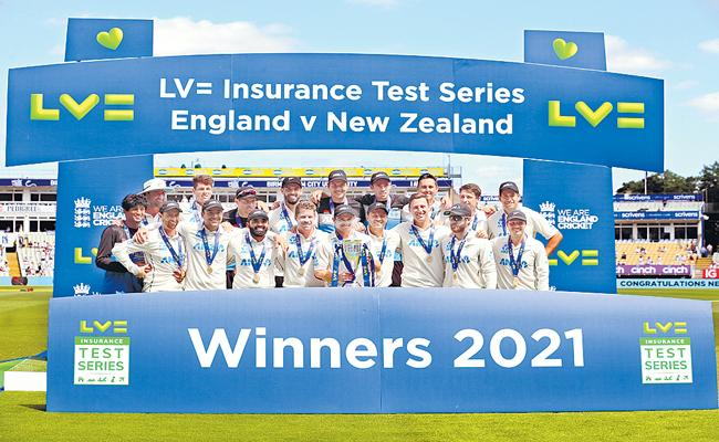 New Zealand thrash England in second Test to win series - Sakshi