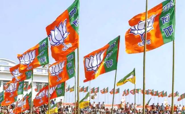 Yogi Meets PM Modi Amid Friction Ahead Of Election - Sakshi