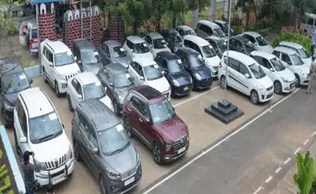 Cyberabad Police Arrested Gang That Take Cars For Rent And Later Sold Out - Sakshi