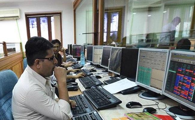 Sensex falls over 500 points - Sakshi